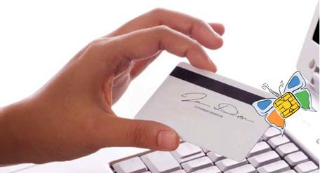Hand hält E-Card